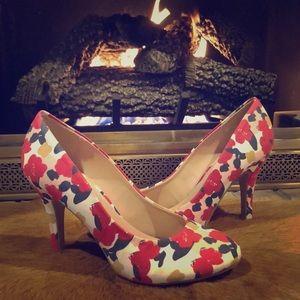 NWOT Floral Heels // Kelly & Katie